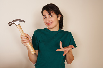 woman-with-hammer