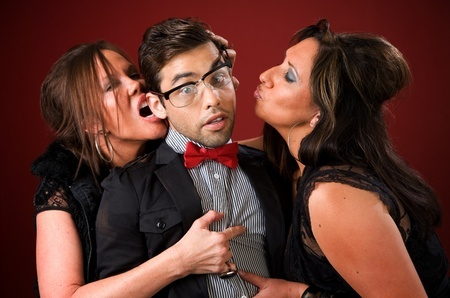 фото мужчина и две женщины