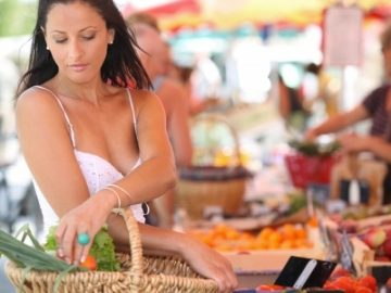sexy-woman-in-supermarket