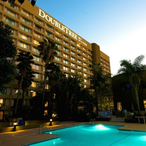 doubletree-at-night-with-pool