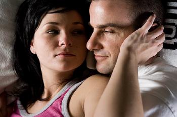 """voir à travers ses yeux """"width ="""" 562 """"height ="""" 374 """"srcset ="""" https://www.seduction.com/blog/wp-content/uploads/2013/07/see-it-through -her-eyes.jpg 350w, https://www.seduction.com/blog/wp-content/uploads/2013/07/see-it-through-her-eyes-300x200.jpg 300w """"tailles ="""" (max -largeur: 562px) 100vw, 562px """"/></p> <p>Ce que vous faites ensuite, c'est d'imaginer que vous êtes <strong>regardant des yeux de la femme à qui vous parlez</strong>, en te voyant.</p> <p>Et imaginez que vous êtes dans son esprit, l'entendant dire des choses comme «ce mec est vraiment fascinant» alors que vous imaginez aussi qu'elle se sent un peu excitée ou tirée vers vous.</p> <p>En termes de PNL, nous appellerions ce changement <strong>positions perceptuelles</strong>.</p> <p>Il faut un peu d'entraînement pour faire ce genre d'imagination, mais très vite vous vous en rendrez compte.</p> <p>Une fois que vous avez terminé, sortez de la transe et <span style="""