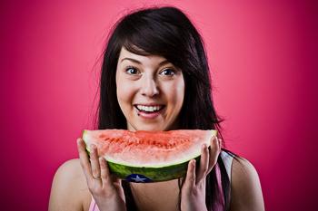 """femme-avec-pastèque """"width ="""" 592 """"height ="""" 394 """"srcset ="""" https://www.seduction.com/blog/wp-content/uploads/2013/08/woman-with-watermelon.jpg 350w, https://www.seduction.com/blog/wp-content/uploads/2013/08/woman-with-watermelon-300x200.jpg 300w """"tailles ="""" (largeur max: 592px) 100vw, 592px """"/></p> <p>Attardez-vous dessus, puis encore une fois…</p> <h3 style="""